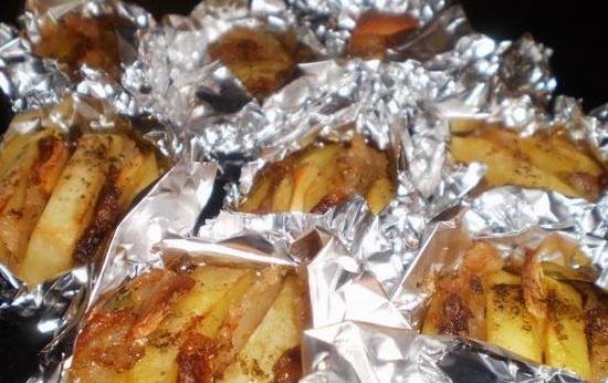 Запеченый картофель в фольге в мультиварке с салом 2