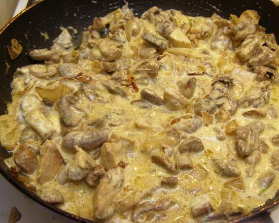 Куриные сердечки и печень в сметане в мультиварке – готовим субпродукты 2