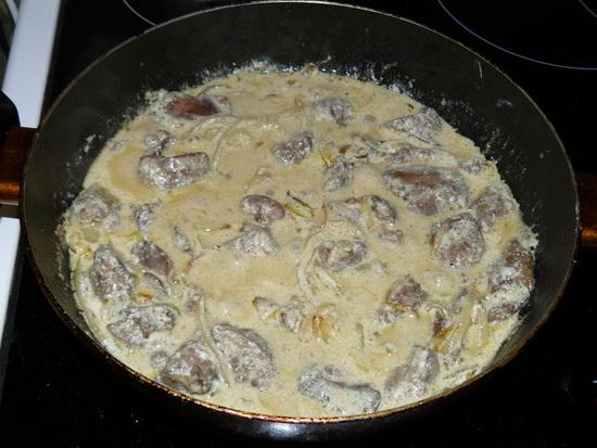 Куриные сердечки и печень в сметане в мультиварке – готовим субпродукты 3