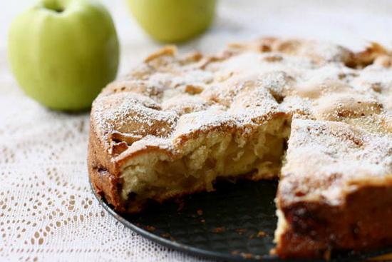 Как испечь вкусную шарлотку с яблоками в мультиварке - классический рецепт 2