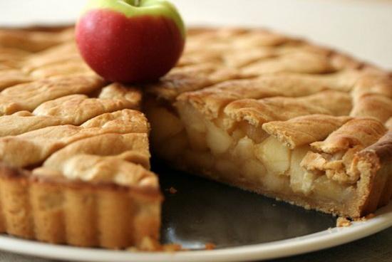 Как испечь вкусную шарлотку с яблоками в мультиварке - классический рецепт 3