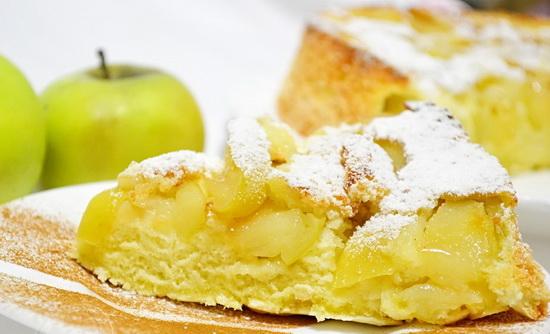 Как испечь вкусную шарлотку с яблоками в мультиварке - классический рецепт 4