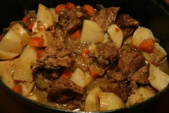 Рецепт картошки тушеной с мясом в мультиварке с фото