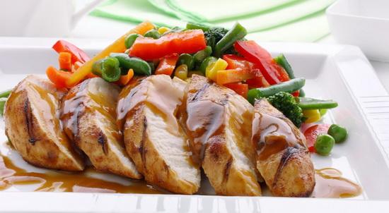 Запеченная куриная грудка с овощами – запекаем птицу с овощами в мультиварке 2