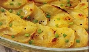 Запеченная картошка с сыром, в сметане, с салом, с овощами, с курицей в мультиварке - новые рецепты 1